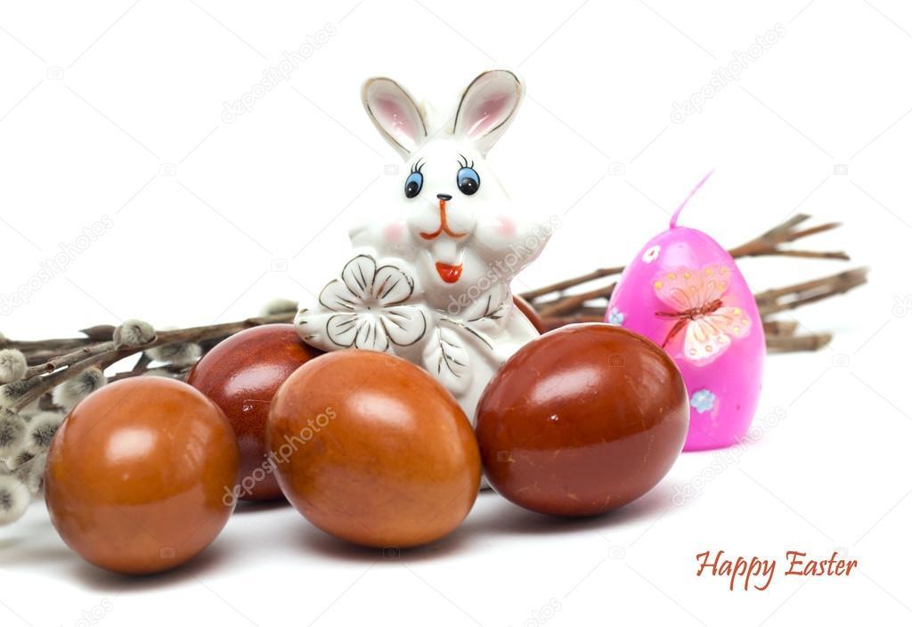 Frohe Ostern. Hase mit Ostereiern und Weidenkätzchen. Foto ...