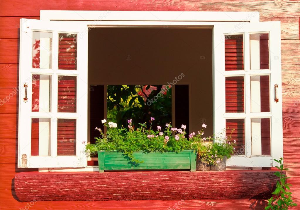 Fenster Mit Blumenkasten Stockfoto C Marwin1983 83002796