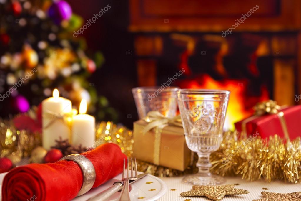 Immagini Natalizie Con Camino.Tavola Di Natale Con Camino E Albero Di Natale Il Backgro