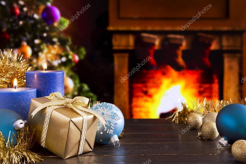 Immagini Natalizie Con Camino.Scena Di Natale Con Camino E Albero Di Natale Foto Stock