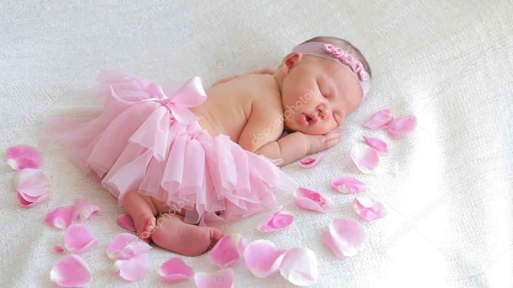bc0ea62b41b1 Cute newborn baby girl sleeping — Stock Photo © alexeyplatonov ...