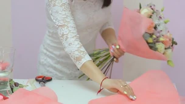 Virágüzlet gyűjteni gyönyörű csokor virág