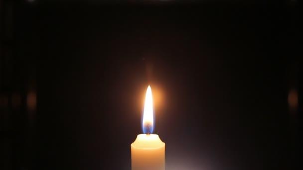 Chiuda in su colpi la candela