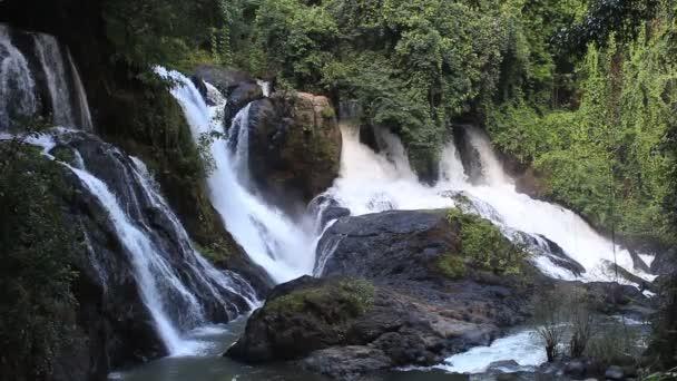 Thajsko vodopád v džungli