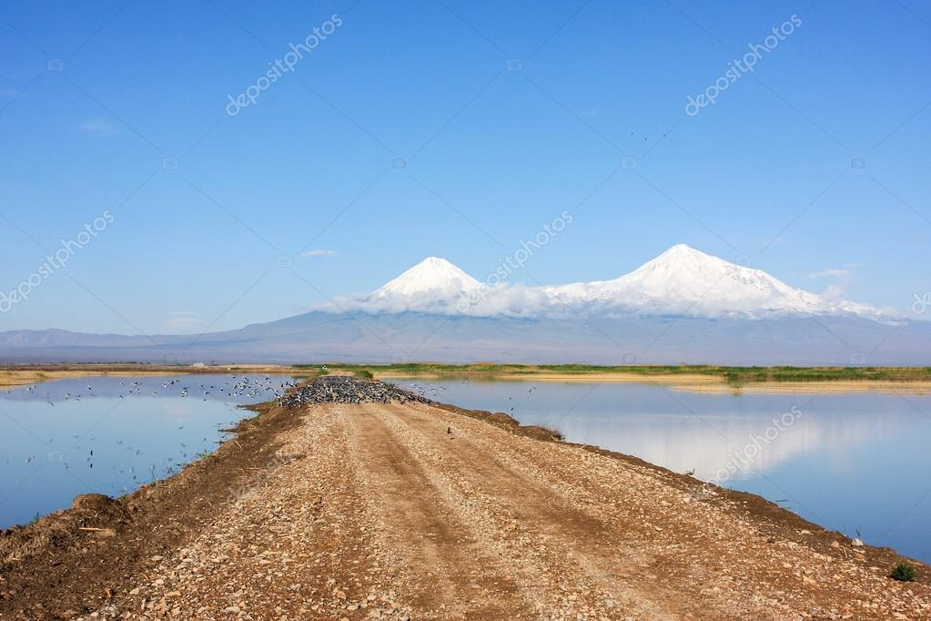 Road to Mount Ararat lakes through