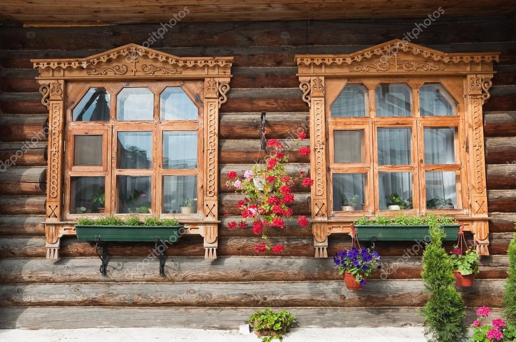 Moldura tallada en las ventanas — Foto de stock © aleoks #87724340