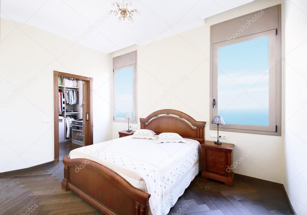 Kleedkamer In Slaapkamer : Ruime luxe slaapkamer met een aparte kleedkamer in luxe huis