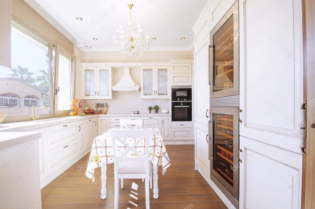 Küche Interieur Im Neuen Luxus Haus Mit Hauch Von Retro. Moderne U2014 Stockfoto