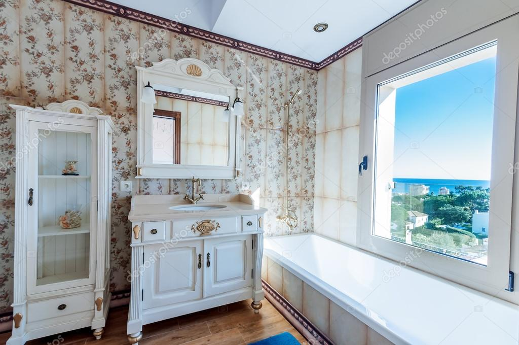 Interiores de casa moderna nueva. Cuarto de baño. Estilo vintage. La ...