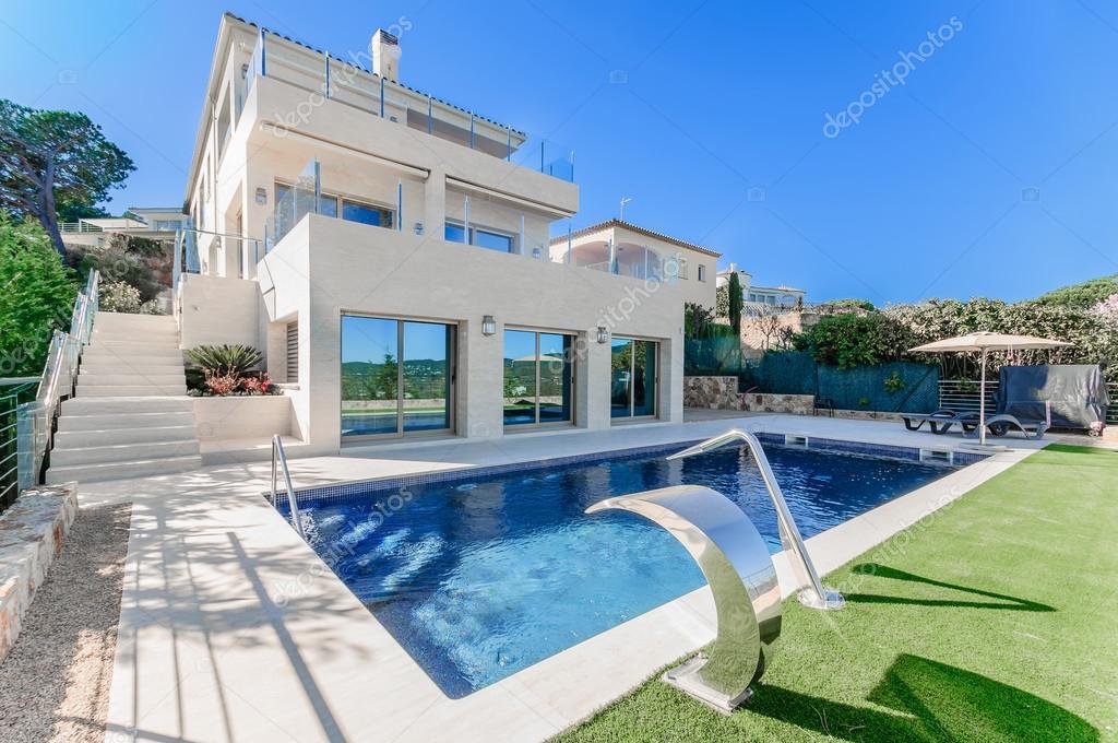 Emejing maison moderne de luxe avec piscine pictures - Piscine moderne ...