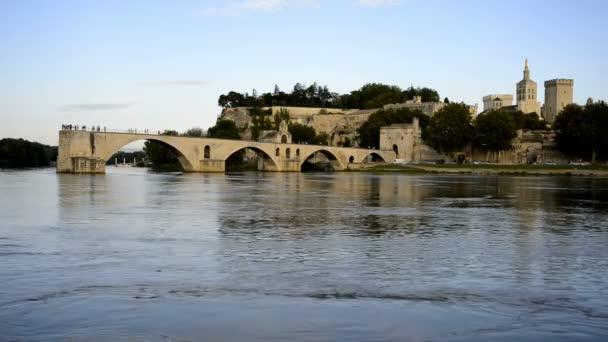 Pont St Benezet a Rhone řeka