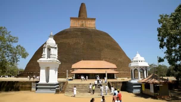 Pilgrims at Jethawanaramaya Dagoba