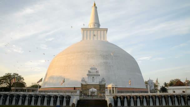 Ruwanwelisaya Chedi in Anuradhapura