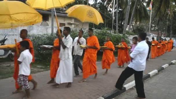 Pilgrims at Ruwanwelisaya Stupa