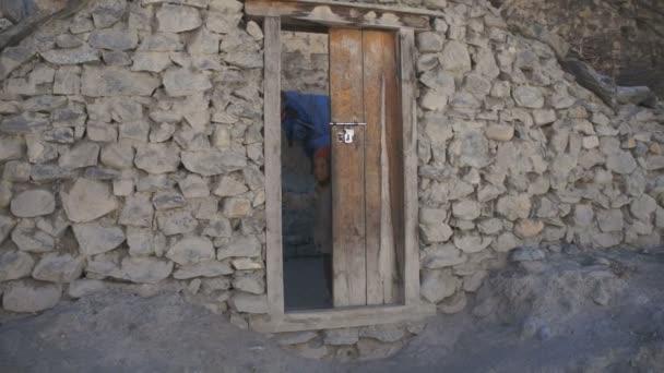 children standing in doorway in Jomson