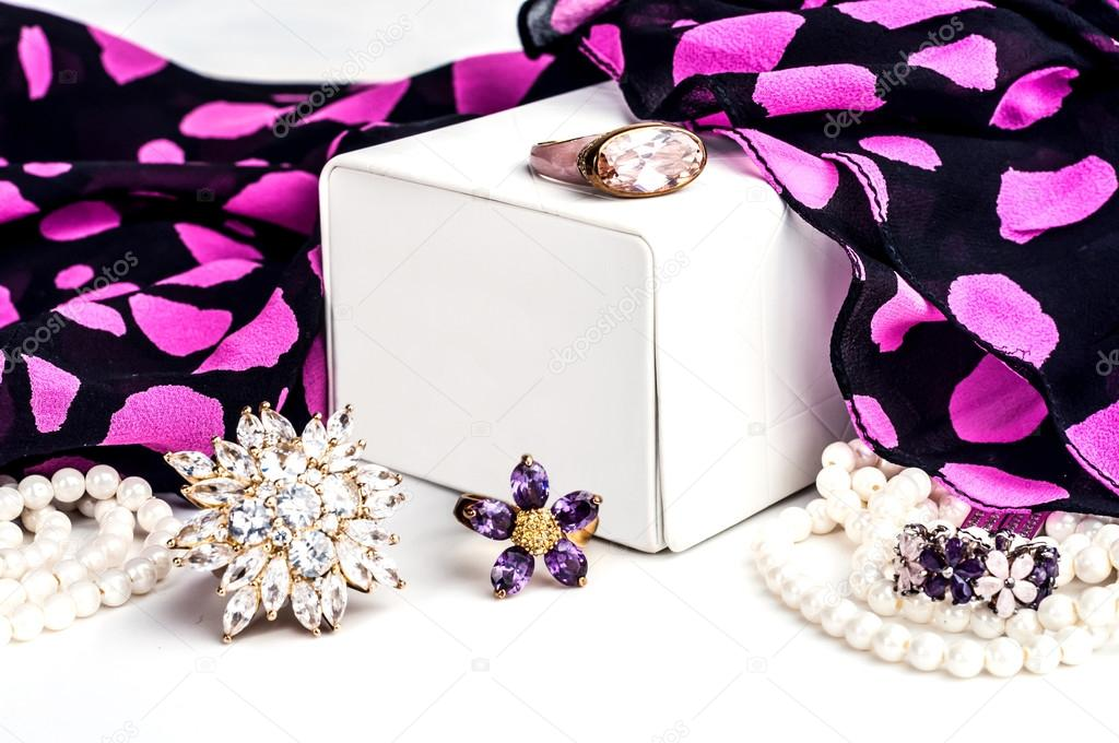 Beautiful jewelry made of gold and precious stones — Stock Photo ...