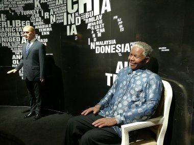 Nelson Mandela and Vladimir Putin statues