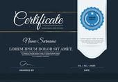 Tmavě modré certifikát, šablona certifikátu vektor.