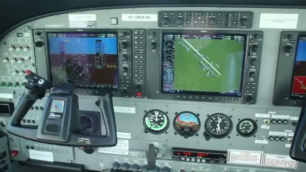 Armaturenbrett, Cockpit des Flugzeugs Cessna 208b Grand Caravan