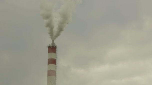 Chemická továrna kouře