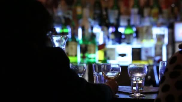 Olomouc, Česká republika - 20 dubna 2014: posezení v luxusním baru. Vysoce kvalitní alkoholické nápoje, nápoje, Střední Morava, Evropa, Eu