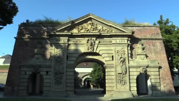 Terezská brána, pojmenovaný po Maria Theresa