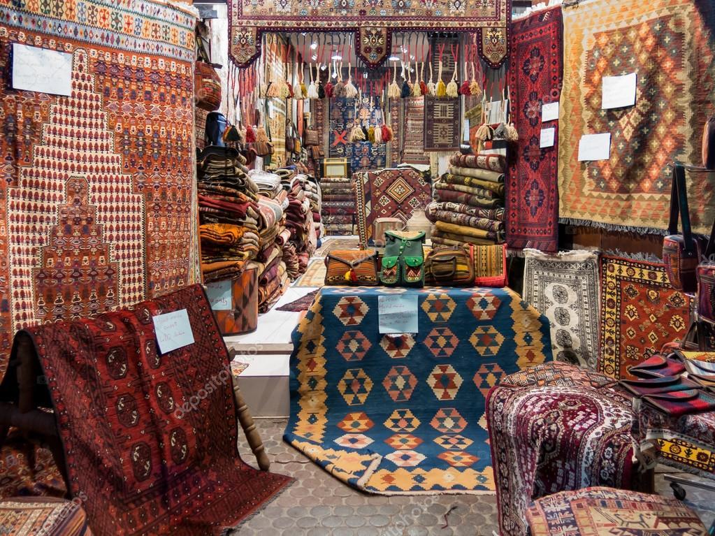 Magasin De Tapis Dans Le Souk Dubai Photo Editoriale C Tasfoto