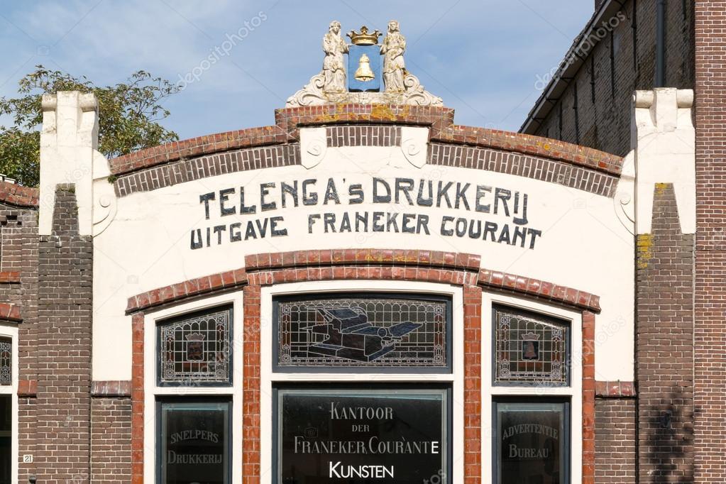 Gevel van de oude huis in franeker nederland u2013 redactionele