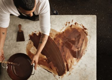 Baker uses hot chocolate to draw a lovely heart