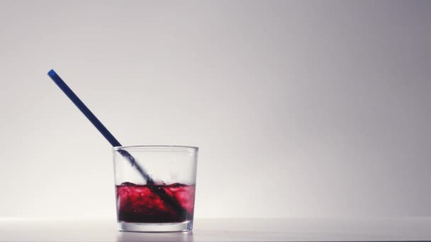 Cocktail glass with crushed ice and red wine