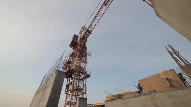 Betonových staveb, věžový jeřáb