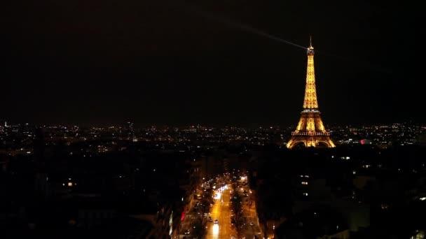 Jeho panoramatický pohled z Paříže v noční době