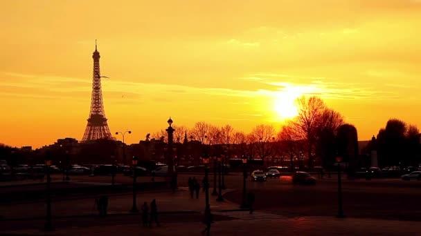 Západ slunce a paromanic pohled na Paříž