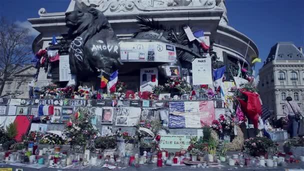 Lidé připomínat v Paříži, na place de la republique