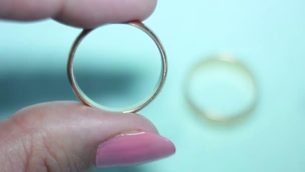 Sogno matrimonio anelli della Holding della donna