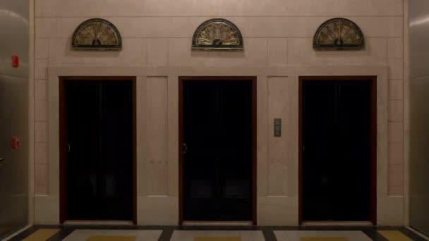 Ročník plně obnovena dveře výtahů