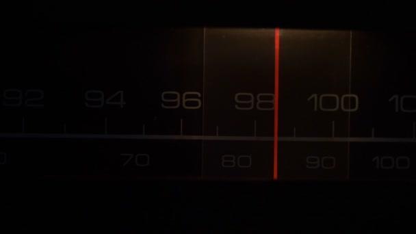 Ladění na 70 let staré rádio