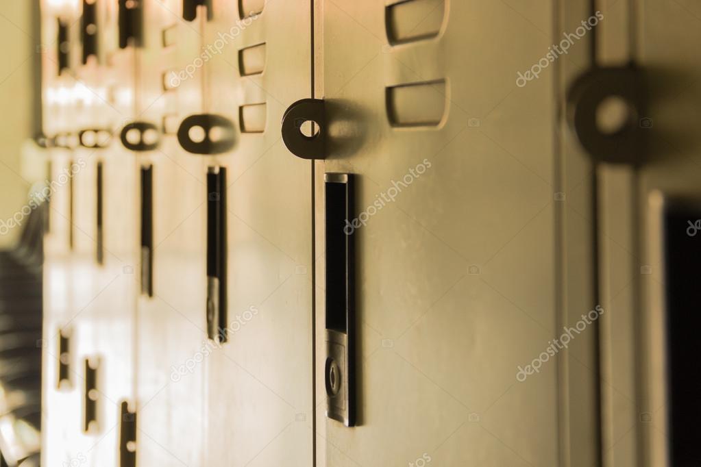 Ondiepe Kast Hal : Dusky school hal roll locker u stockfoto saantie