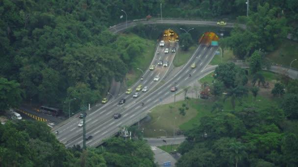 provoz na křižovatce tunelového propojení v Rio de Janeiru