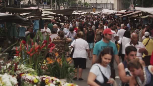 davy lidí na trhu v Rio de Janeiru
