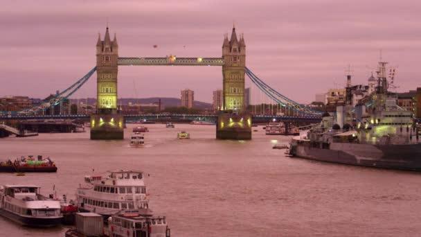 Tower Bridge és a Temze Alkonyat