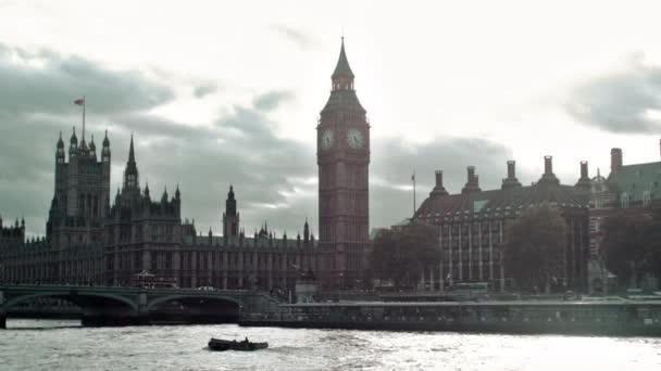 Westminster-palota és a London bridge
