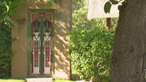 Malované dveře v Bali.