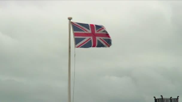 Velká Británie vlajka mávání ve větru