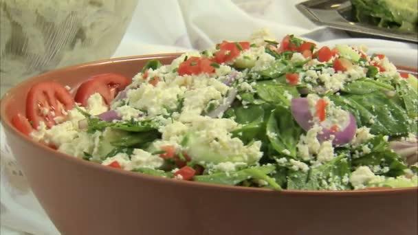 misky salátů, moc pěkný