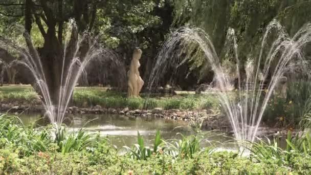 Brunnen außerhalb einer toskanischen Villa in Italien