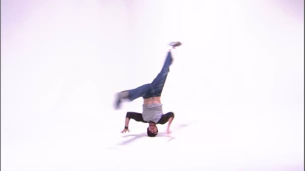 Breakdancer beim Kopfdrehen