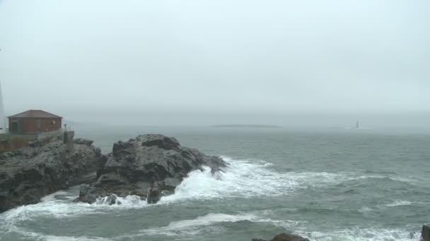 Přenesme se přes mlha, deštivé krajina v Portlandu Head Light