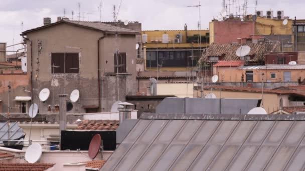 Panoráma města Říma, ukazující jeho střechy.