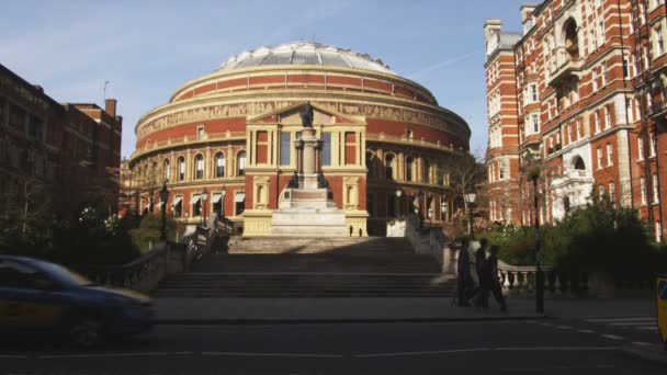 Albert Hall with traffic passing in foreground